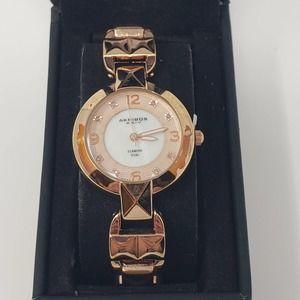 Akribos Womens Pyramid Cut Bracelet Watch Quartz